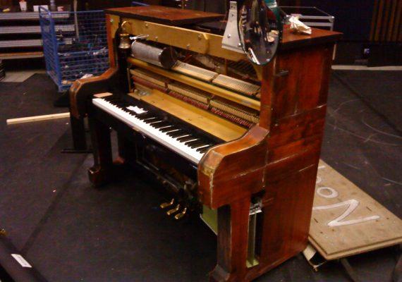 PIANO CAMILLE